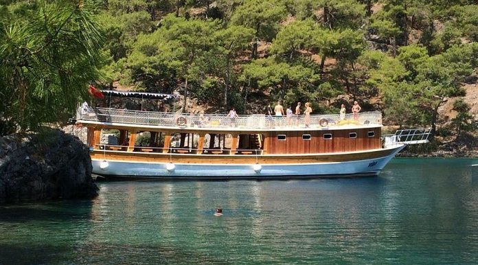 Balıkçı Gezi Teknesinde Tatil Yapmak